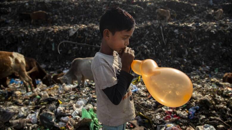 Μια ημέρα στη ζωή του Ιμραντούλ Αλί - Τα παιδιά των σκουπιδιών στην Ινδία
