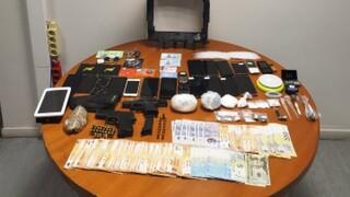 Τέσσερις συλλήψεις για διακίνηση ναρκωτικών σε Αττική και Μύκονο