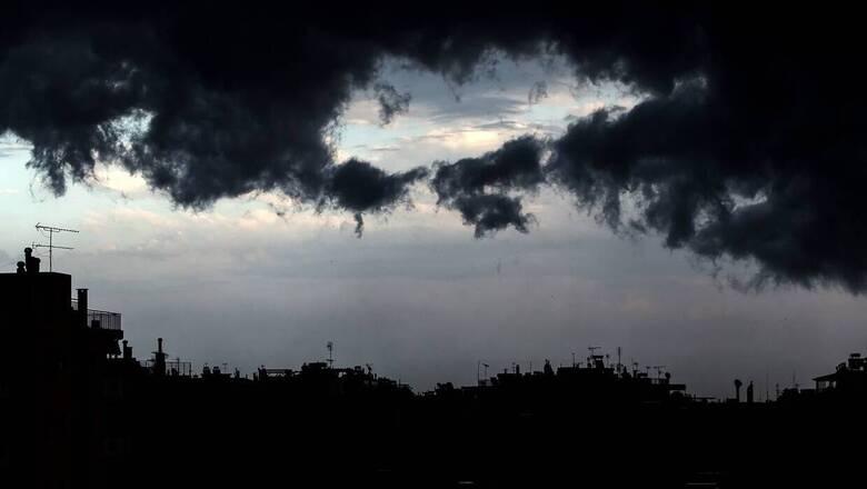 Χαλάει ο καιρός: Πού αναμένονται βροχές και καταιγίδες τη Δευτέρα