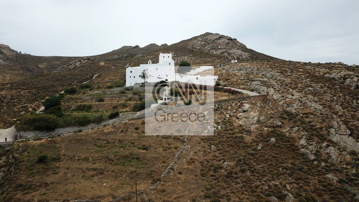 https://cdn.cnngreece.gr/media/news/2021/06/06/268976/photos/snapshot/naxos-DJI_0089-39.jpg