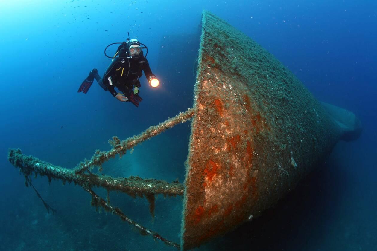 https://cdn.cnngreece.gr/media/news/2021/06/06/268977/photos/snapshot/samina-diving-spot-01.jpg
