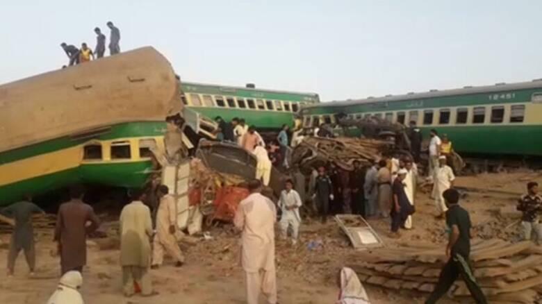 Πακιστάν: Τουλάχιστον 36 νεκροί και 50 τραυματίες σε σύγκρουση τρένων