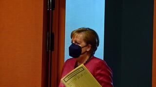 Γερμανία: Στηρίζει η Μέρκελ τον υπουργό Υγείας εν μέσω της «θύελλας» με τις ακατάλληλες μάσκες