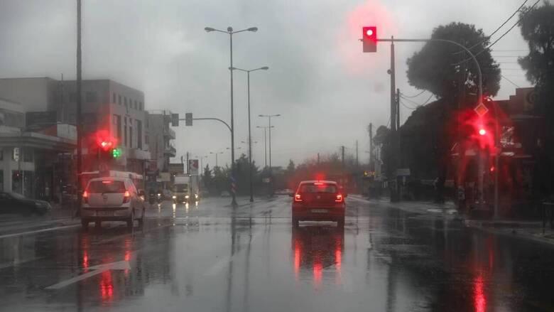 Καιρός: Επιδείνωση με βροχές και χαλαζοπτώσεις την Τρίτη