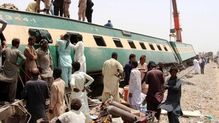Πακιστάν: Δραματική αύξηση των νεκρών από τη σύγκρουση τρένων