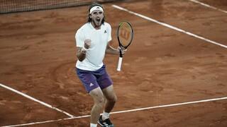 Επικός Τσιτσιπάς: Στους «4» του Roland Garros - «Καθάρισε» με 3 - 0 σετ τον Μεντβέντεφ