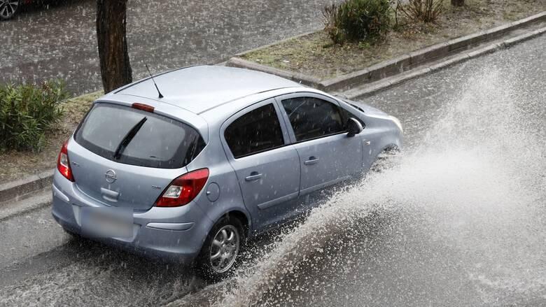 Καιρός: Επιμένει η κακοκαιρία και σήμερα με βροχές και καταιγίδες