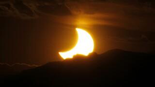 «Δαχτυλίδι της φωτιάς»: Απόψε η μερική έκλειψη του ηλίου