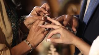Παπαθανάσης για γάμους: «Ναι» στη μουσική, «όχι» στον χορό