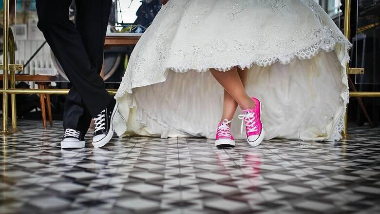 Άρση μέτρων: Με 300 άτομα και μουσική αλλά χωρίς... χορό οι γάμοι - Οι αλλαγές σε εστίαση, ωράριο