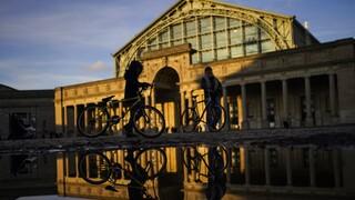 ΝΑΤΟ: Eμβληματικά σημεία των Βρυξελλών «ντύνονται» μπλε εν όψει της Συνόδου της Ατλαντικής Συμμαχίας