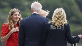 Κάρι Τζόνσον: Το ντεμπούτο της νέας πρώτης κυρίας της Βρετανίας στους G7 και η διπλωματία της πάνας