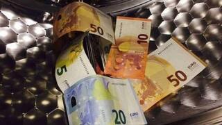 Πώς η πανδημία «ξέπλυνε» το μαύρο χρήμα
