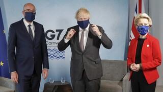 Αυστηρό μήνυμα προς Τζόνσον: Κράτα τον λόγο σου για το Brexit - Πιέσεις και για Ιρλανδία