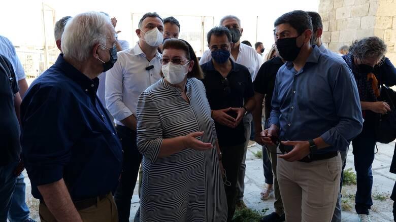 Αυτοψία Μενδώνη σε αρχαιολογικούς χώρους στην Κρήτη