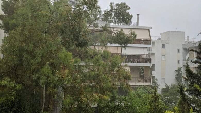 Καιρός: Άνοιξαν και πάλι οι ουρανοί στην Αθήνα - Διακοπές ρεύματος σε πολλές περιοχές