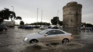 Σφοδρή καταιγίδα και χαλάζι στη Θεσσαλονίκη - «Ποτάμια» οι δρόμοι, πλημμύρισαν υπόγεια