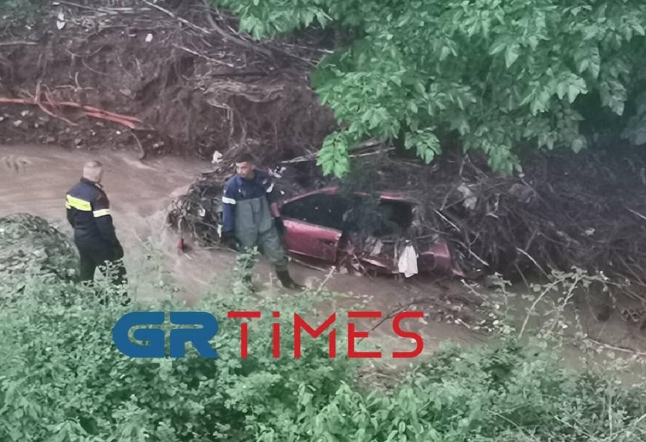 https://cdn.cnngreece.gr/media/news/2021/06/12/269831/photos/snapshot/aftokinito.jpg