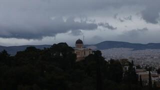 Καιρός: Βροχές και μικρή πτώση θερμοκρασίας