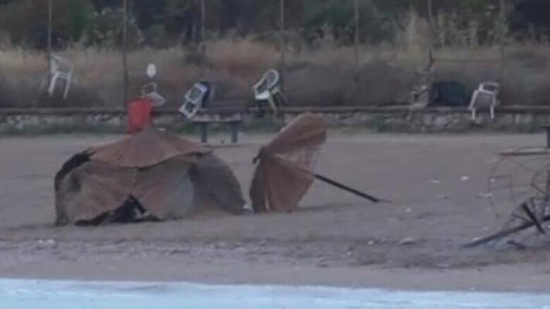 Κορωνοπάρτι στη Γλυφάδα: Έβαλαν φωτιά σε ομπρέλες και πέταξαν πέτρες σε πυροσβέστες