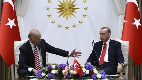 Άρθρο Bloomberg: Ο Μπάιντεν πρέπει να κόψει τον Γόρδιο Δεσμό με την Τουρκία