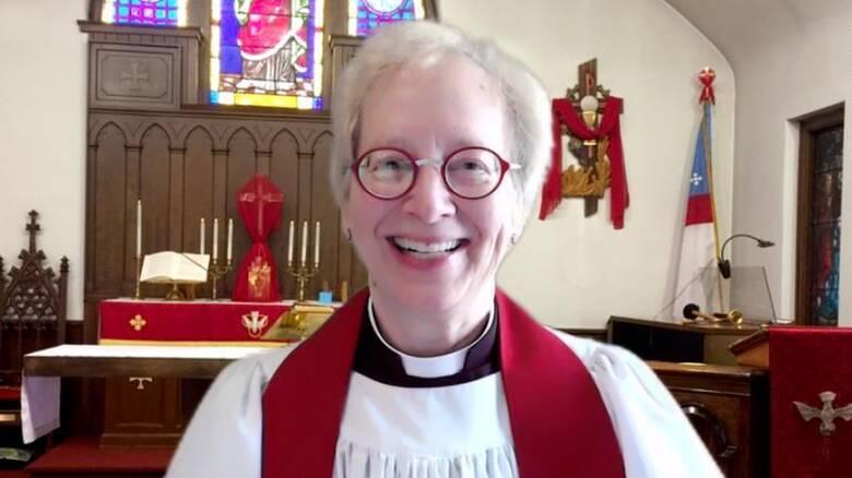 To πρωί ιερέας, την υπόλοιπη μέρα ερευνήτρια της NASA: Η «αναγεννησιακή» ζωή μιας 68χρονης