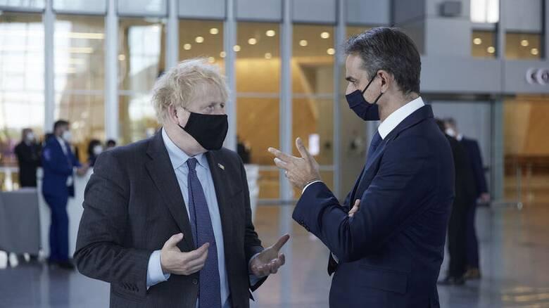 Μητσοτάκης: Ζήτησε από τον Τζόνσον άρση των περιορισμών για τους Βρετανούς τουρίστες