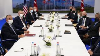 Συγκαταβατικός ο Ερντογάν στον Μπάιντεν: «Τα προβλήματα με τις ΗΠΑ μπορούν να λυθούν»