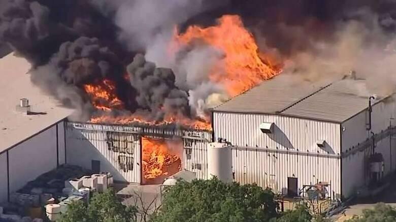 ΗΠΑ: Μεγάλη φωτιά μετά από έκρηξη σε χημικό εργοστάσιο - Εκκενώνονται σπίτια