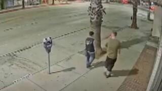 Βίντεο - σοκ με άγνωστο να χτυπά γυναίκα ασιατικής καταγωγής στην Καλιφόρνια