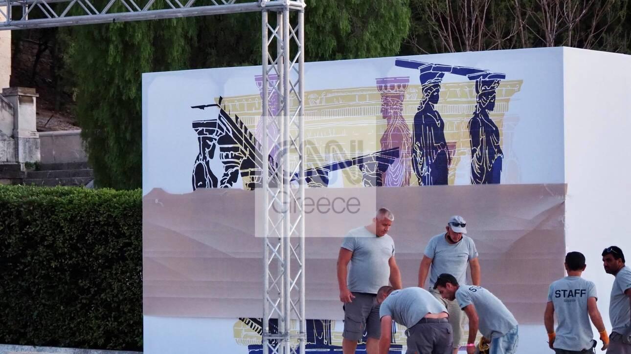 «Dior Celebrates Greece»: Πυρετώδεις προετοιμασίες για την επίδειξη στο Καλλιμάρμαρο