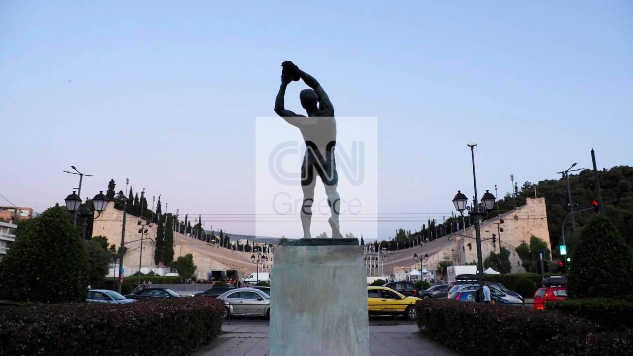 https://cdn.cnngreece.gr/media/news/2021/06/16/270403/photos/snapshot/dior-proetoimasies-3.jpg