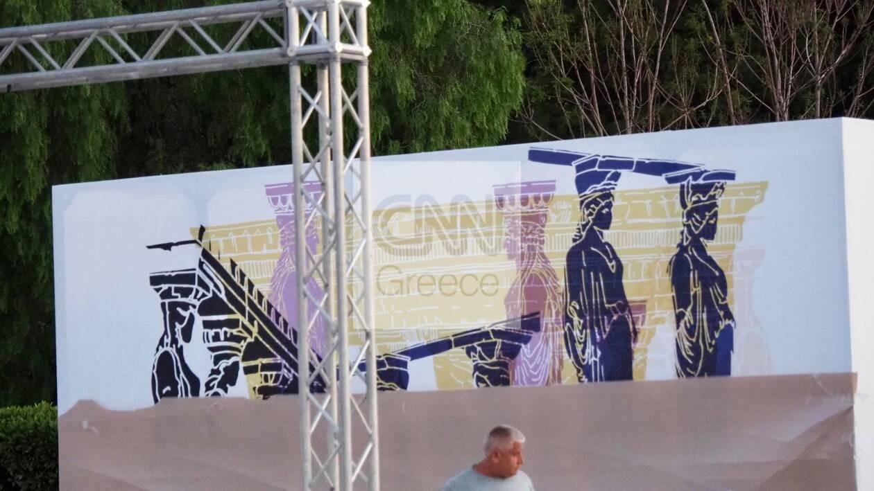 https://cdn.cnngreece.gr/media/news/2021/06/16/270403/photos/snapshot/dior-proetoimasies-7.jpg