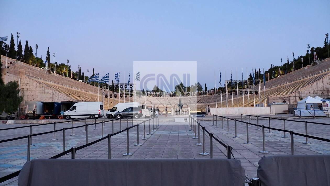 https://cdn.cnngreece.gr/media/news/2021/06/16/270403/photos/snapshot/dior-proetoimasies-8.jpg
