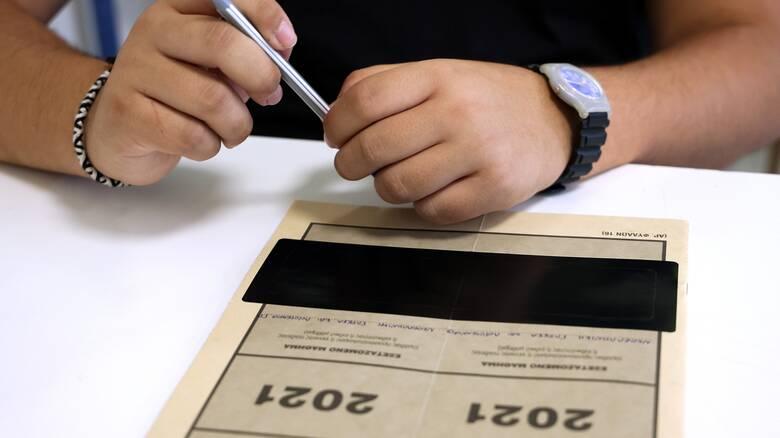 Πανελλήνιες 2021: Με Μαθηματικά συνεχίζουν οι υποψήφιοι των ΕΠΑΛ