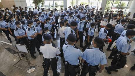 Έφοδος στης αστυνομίας σε γραφεία εφημερίδας στο Χονγκ Κονγκ - Πέντε συλλήψεις και κατασχέσεις