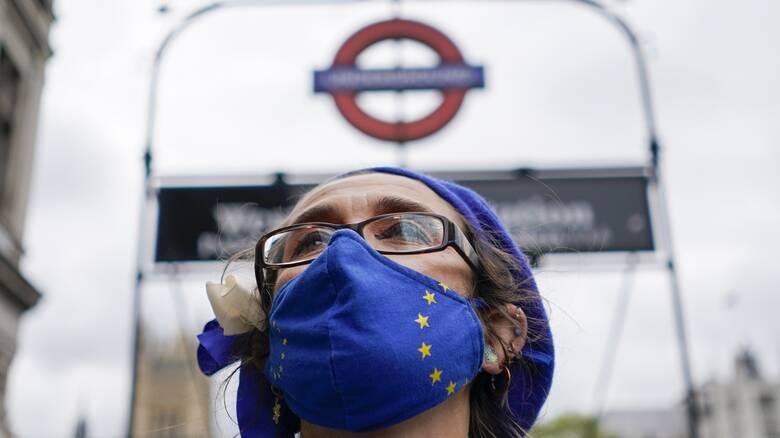 Brexit: Πτώση 36% στους Ευρωπαίους που αναζητούν δουλειά στη χώρα, δείχνει έρευνα