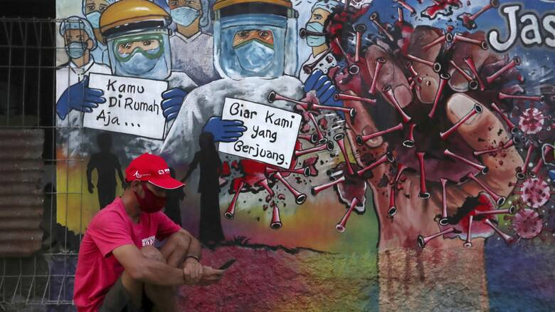 Προβληματισμός για τα κρούσματα στην Ινδονησία: Γιατροί ασθενούν παρά τον εμβολιασμό τους