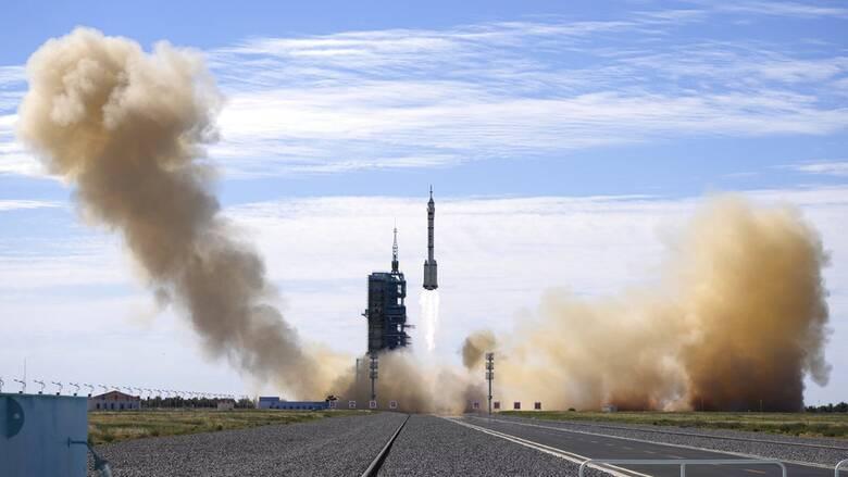 Κίνα: Το επανδρωμένο διαστημόπλοιο προσδέθηκε στον διαστημικό σταθμό