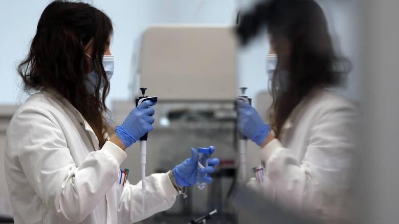 Κορωνοϊός: Ελπίδες από αντι-ιική θεραπεία με «κοκτέιλ» δύο φαρμάκων