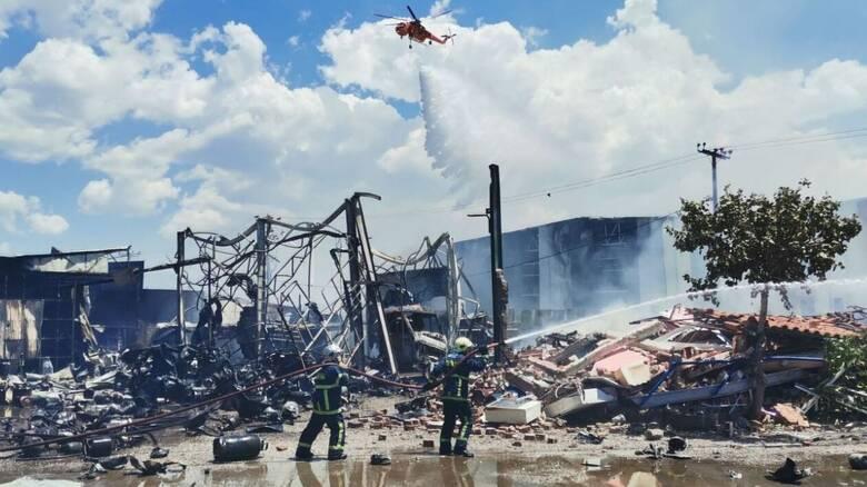 Φωτιά σε βυτιοφόρο στον Ασπρόπυργο: Υπό έλεγχο η πυρκαγιά - Τρία άτομα τραυματίστηκαν