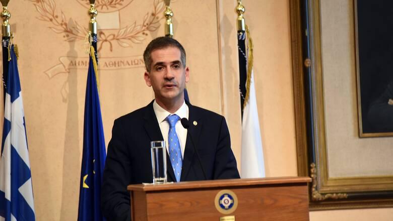 Επίτιμος δημότης Τιράνων ο Κώστας Μπακογιάννης: Έλαβε το κλειδί της πόλης