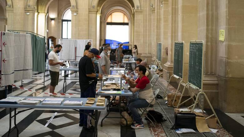 Γαλλία: «Απογοήτευσαν» οι περιφερειακές κάλπες την Μαρίν Λεπέν