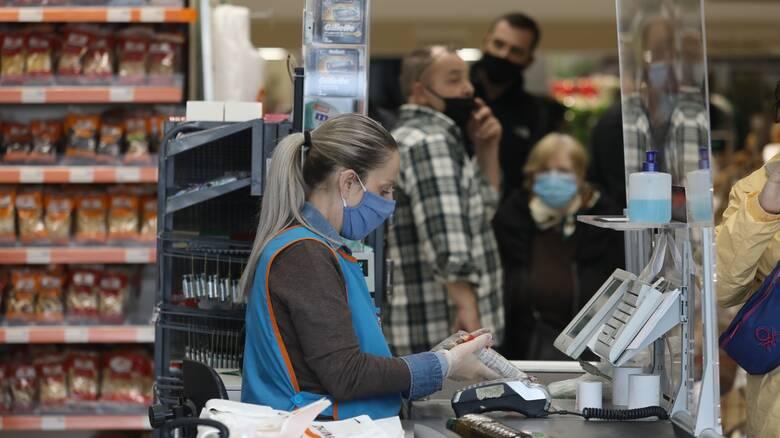 Αγίου Πνεύματος: Πώς λειτουργούν σούπερ μάρκετ, καταστήματα και ΜΜΜ