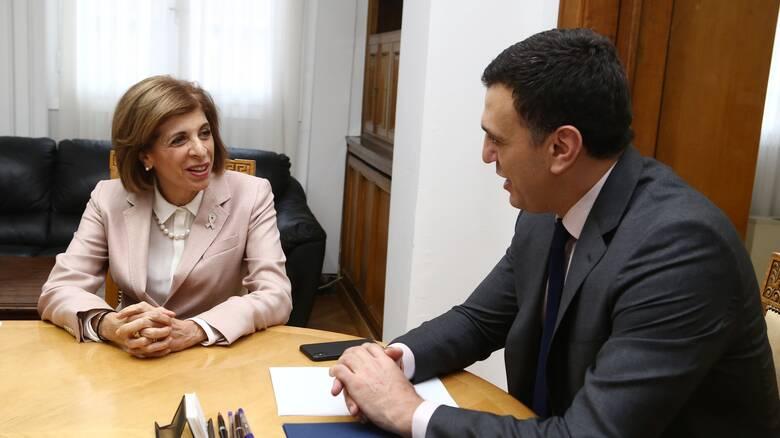 Συναντήσεις της επίτροπου Υγείας της ΕΕ με Μητσοτάκη - Κικίλια