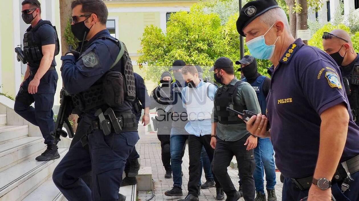https://cdn.cnngreece.gr/media/news/2021/06/22/271067/photos/snapshot/SYZIGOKTONOS-KAROLAIN.jpg