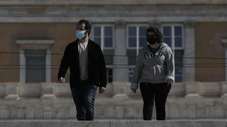 Πότε βγαίνουν οι μάσκες σε εξωτερικούς χώρους  – Τι θα εισηγηθούν οι επιστήμονες