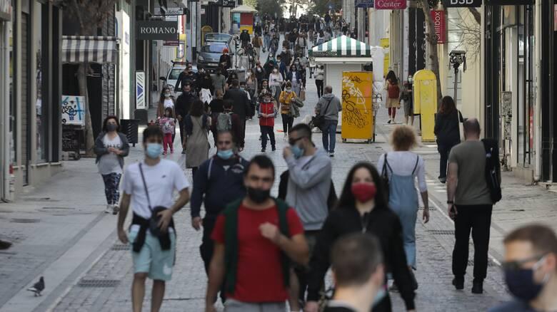 Νέες ανάσες ελευθερίας: Τέλος οι μάσκες σε εξωτερικούς χώρους, καταργείται η απαγόρευση κυκλοφορίας