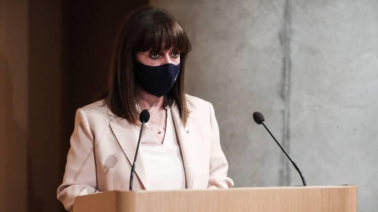 Επίθεση με βιτριόλι κατά μητροπολιτών - Σακελλαροπούλου: Αποτροπιασμός για το πρωτοφανές περιστατικό
