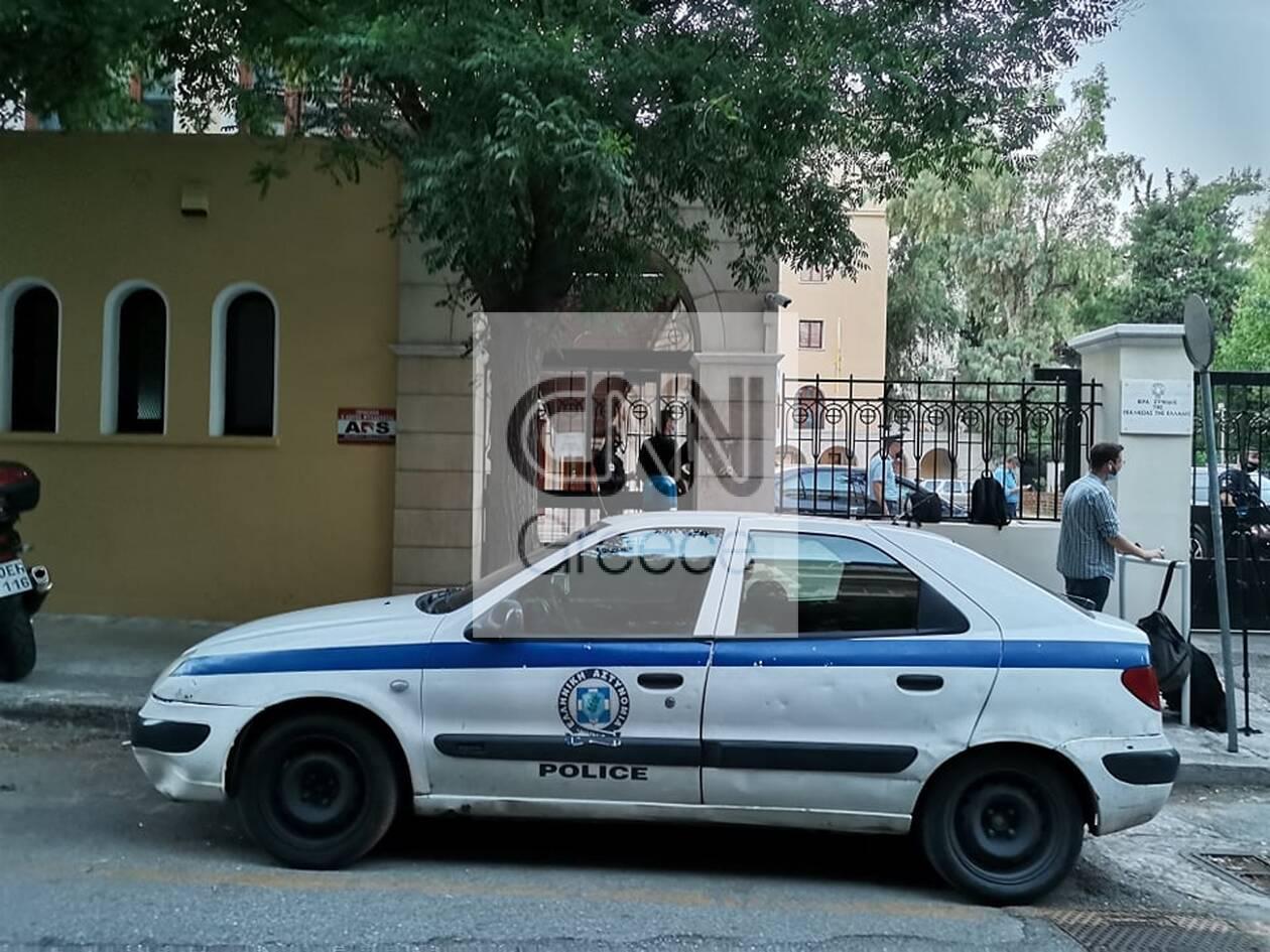 https://cdn.cnngreece.gr/media/news/2021/06/24/271363/photos/snapshot/ieronimos-kikilias-vitrioli-petraki-3.jpg